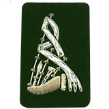 Embroidered silver wire on green cloth bagpipes insignia badge